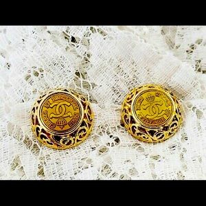 CHANEL JEWERLY RARE FIND Rubcamell 1980's Earrings